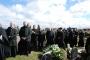Atsisveikinimo ceremonija kapinėse.
